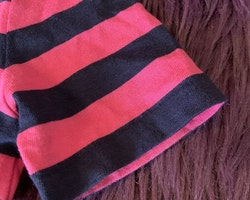 Mörkblå och rosa kortärmad topp från Polo Ralph Lauren stl 2 år