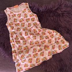 Ljusrosa ärmlös klänning med mönster av Skye och hjärtan från Nick Jr & Paw Patrol stl 110/116