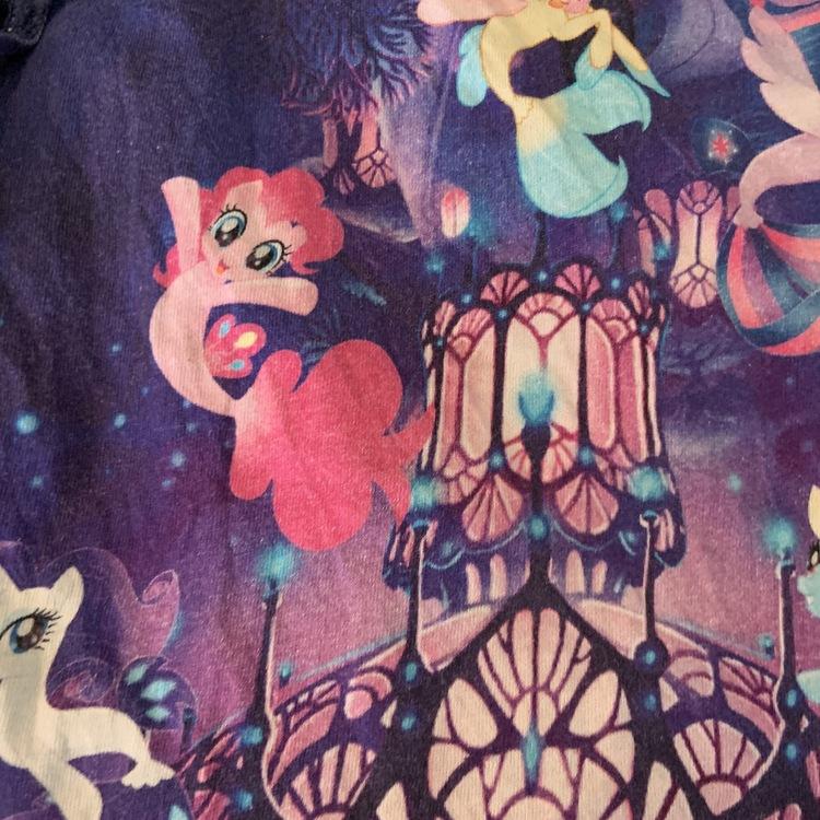 Mörkblå och mörklila topp med volangärm, volangkant och hel framsida med My Little Pony från HM stl 98/104