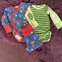 3 delat färgglatt paket med två bodies och ett par byxor från PoP stl 68