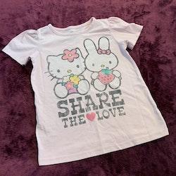 Ljusrosa t-shirt med Hello Kitty tryck från Old Navy stl 3 år