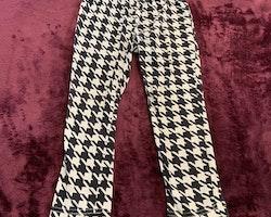Svartvita leggings med hundtandsmönster från Kappahl stl 98