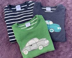 3 delat tröjpaket i mörkblått, grönt och vitt med bilapplikationer från PoP stl 92