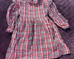 Härlig retro klänning i grönt, rött, blått och vitt från PoP stl 90