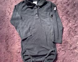 Mörkblå eller svart piké body från PoP stl 92