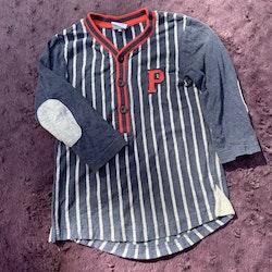 Grå- och blåmelerad baseballtröja med röda detaljer från PoP stl 86