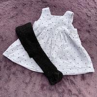 Grå klänning med svarta hjärtan och svarta strumpbyxor från HM stl 56