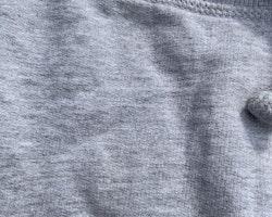 Set med ett par grå och ett par mörkblå mysbyxor från Kaxs stl 56