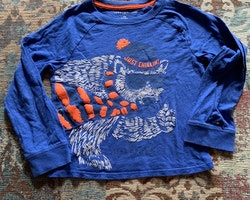 Blå tröja 3d tryck av en isbjörn i ljusgrått och orange från Tommy Hilfiger stl 104