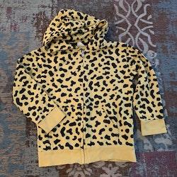 Mycket speciell, gul och svart leopardmönstrad collegetröja med dragkedja, huva och fickor från Kaxs stl 98/104