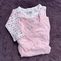 7 delat paket i rosa och grått med omlott överdelar från Åhléns stl 56