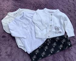 4 delat svart och vitt paket med en stickad kofta, två omlottbodies och ett par leggings från Lindex stl 56
