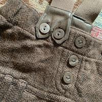 Stickad hängselkjol i olika bruna nyanser från HM stl 68
