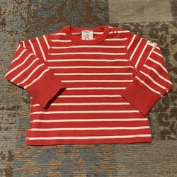 Set med röd och vit randig tröja, jeans och ett par strumpor från PoP stl 62