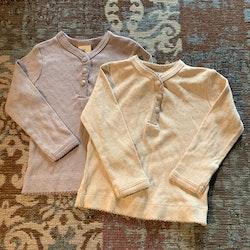 Set med två hålstickade tröjor i dovt ljusrosa och ljuslila från HM stl 68