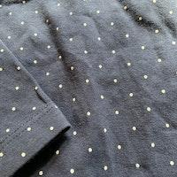 Set med bodies i vitt resp. mörkblått med små prickar från Lindex stl 68