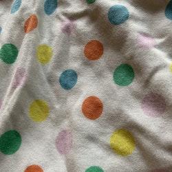 Vit klänning med färgglada prickar från PoP stl 56