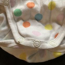 Vit omlottbody med färgglada prickar från PoP stl 56
