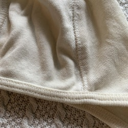 Off-white hjälmmössa från Newbie stl 38/40