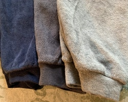 3 delat paket med byxor i grått, mörkgrått och mörkblått från Lupilu stl 86/92