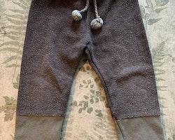 Grå och gröna byxor från Zara Baby stl 86