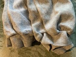 Set med två par grå mjukisbyxor från Lindex stl 86