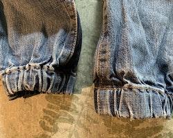 Jeans med mjukmudd och Dusty broderingar från Disney Planes stl 92