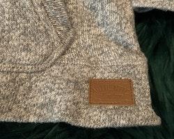 Grå och vitmelerad tunnstickad tröja från Lindex stl 86