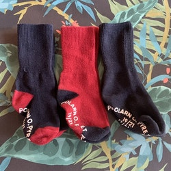 3 delat strumppaket i mörkblått och rött från PoP stl 19/21