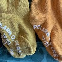 4 delat strumppaket i gult, orange och grått från PoP stl 19/21