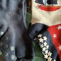 3 delat paket med halkstrumpor i rött, vitt och mörkblått med marint tema stl 25/27