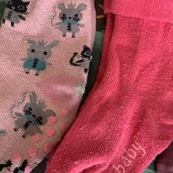 4 delat paket med halkstrumpor i främst rosa med bla. katter och ugglor stl 17/18