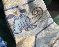 5 delat paket med strumpor i mestadels vitt och blått med stjärnor, katter och Paw patrol stl 25-29
