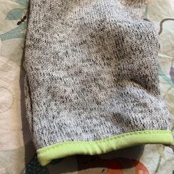 Gråmelerad stickad fleeceoverall med limegröna accenter från Ebbe stl 62/68
