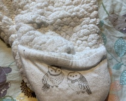 Vit lättfodrad teddyoverall från Newbie stl 56