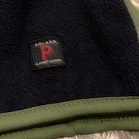 Grön och mörkblå vintermössa i fleece från PoP stl 52/54