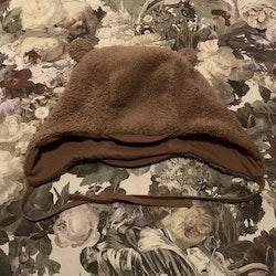 Ljusbrun mössa i pile med öron från Åhléns stl 48/50
