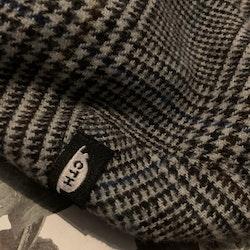 """Grå, svart och brun rutig fleecefodrad """"gubbmössa"""" eller flat cap från CTH Mini stl 46 (6-9 mån)"""