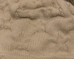 Gråvit stickad mössa i ull från Reima stl 40/42 (6-9 mån)