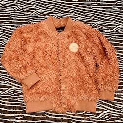 Aprikos fluffig jacka med liten broderad patch från Mini Rodini stl 104-110