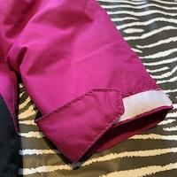 Rosa skaljacka med vita och svarta detaljer från Fix stl 110