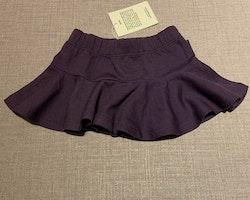 Lila volangbody och kjol i ullmix från PoP stl 74/80