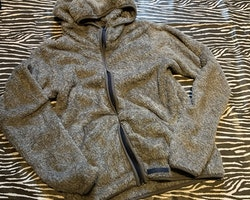 Grå fleecetröja/jacka med dragkedja och huva från McKinley stl 160