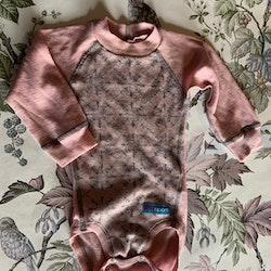 Ljusrosa ullbody med ljusgrått mönster från Iris Sport stl 70
