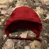 Röd retro fodrad hjälmmössa från HM stl 50/56