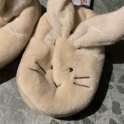 Vita och beiga tossor med kaninöron och broderat ansikte från Dinglisar stl OS (11 cm)