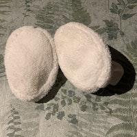 Vita fluffiga björn tossor med öron från Lindex stl 0-6 mån