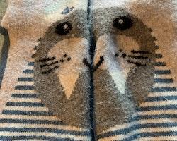 Halksockor i grått och blått med valrossmönster från Melton stl 12-18 mån