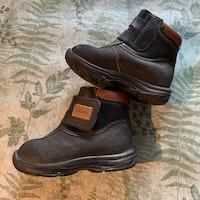 Svarta och bruna vinterskor av modellen Yxhult Jr XC från Kavat stl 24