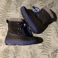 Svarta och blå varmfodrade stövlar från Din Sko stl 25